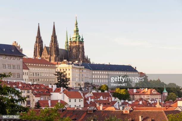 czech republic, prague, mala strana, hradcany, castle and st vitus cathedral - hradcany castle stock pictures, royalty-free photos & images