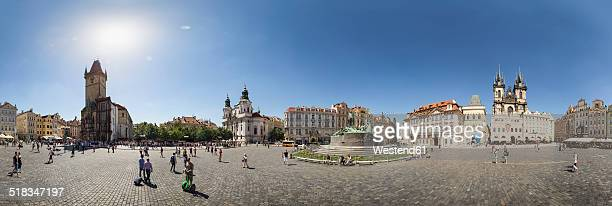 czech republic, prague, old town square with old town hall, st. nicholas church, jan hus monument and tyn cathedral in the evening - notre dame de tyn photos et images de collection
