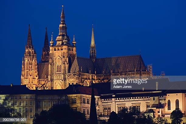 czech republic, prague, prague castle, night - st vitus's cathedral stock pictures, royalty-free photos & images