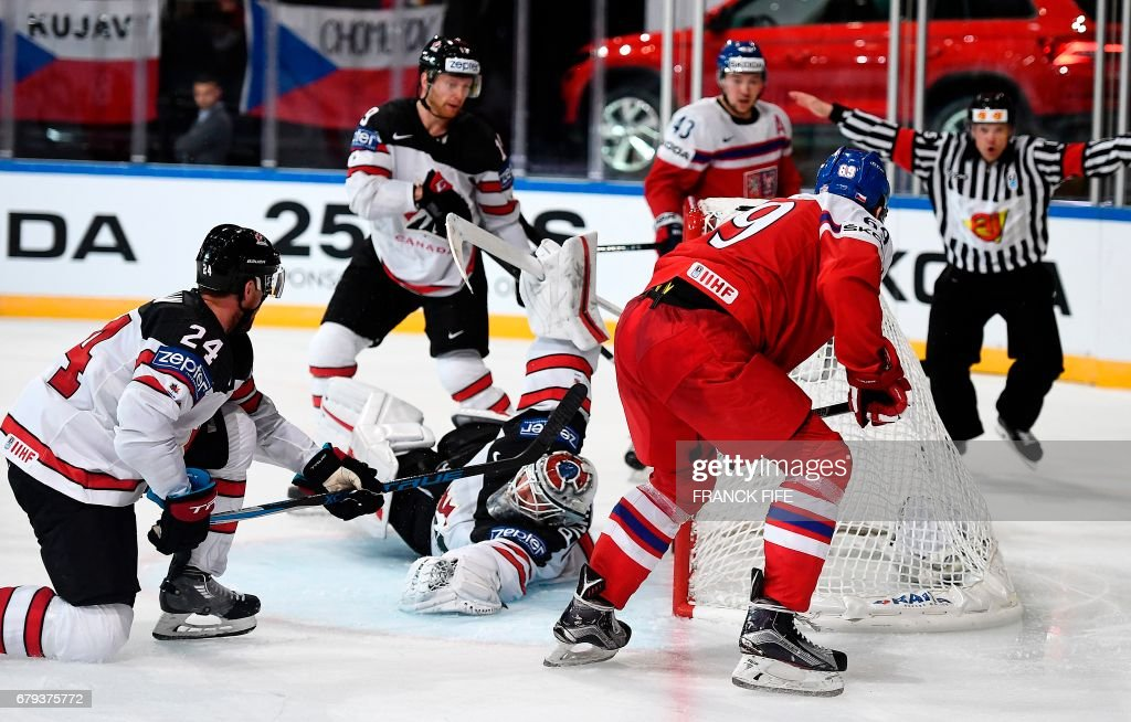Czech Republic's forward Lukas Radil (R) scores a goal during the IIHF Men's World Championship group B ice hockey match between the Czech Republic and Canada in Paris on May 5, 2017. /