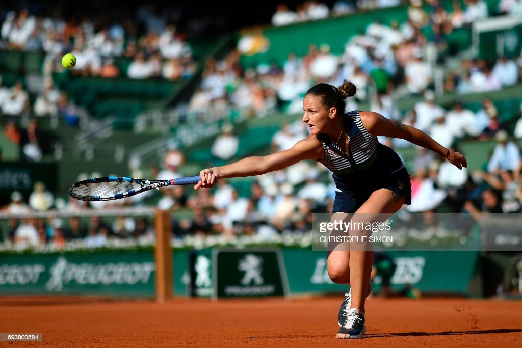 TOPSHOT - Czech Republic's Karolina Pliskova returns the ball to Romania's Simona Halep during their semifinal tennis match at the Roland Garros 2017 French Open on June 8, 2017 in Paris. /