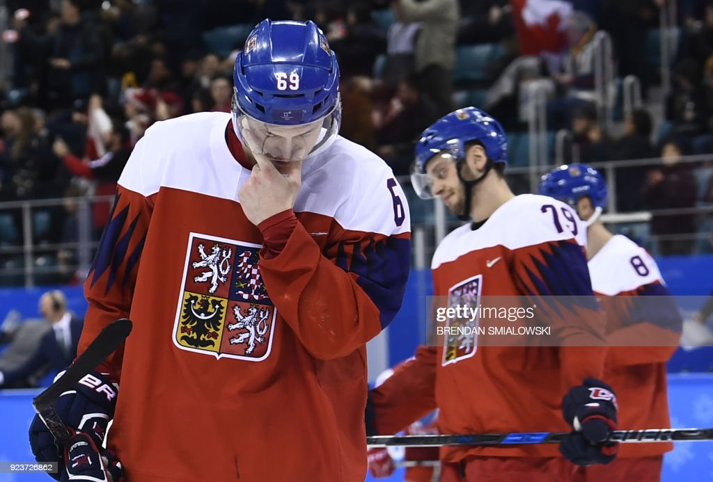 TOPSHOT-IHOCKEY-OLY-2018-PYEONGCHANG-CZE-CAN : News Photo