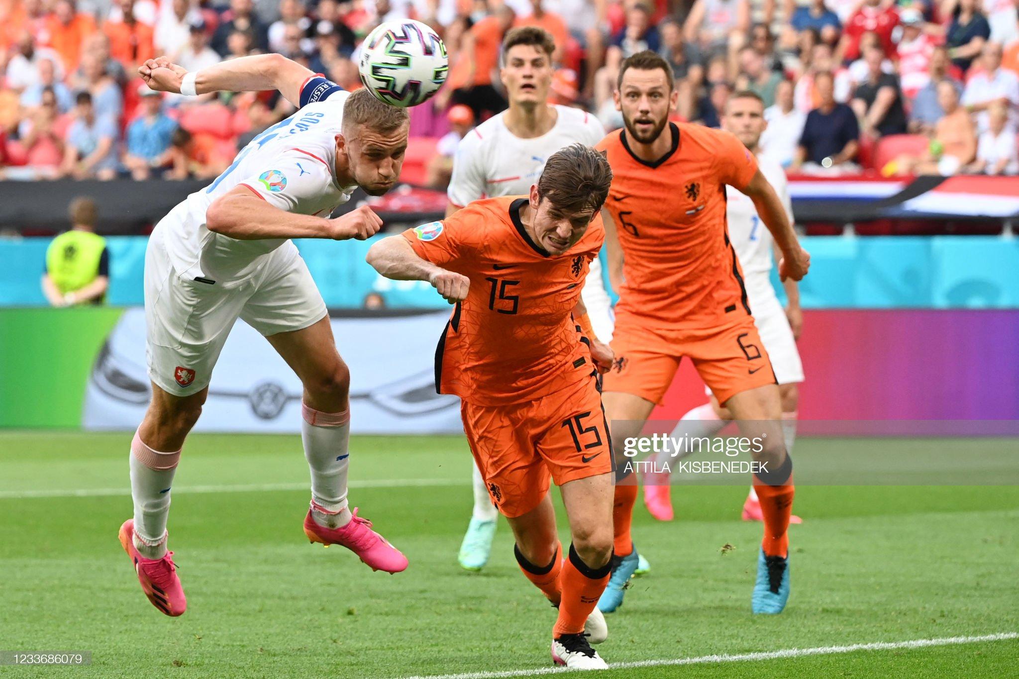 TOPSHOT-FBL-EURO-2020-2021-MATCH40-NED-CZE : News Photo