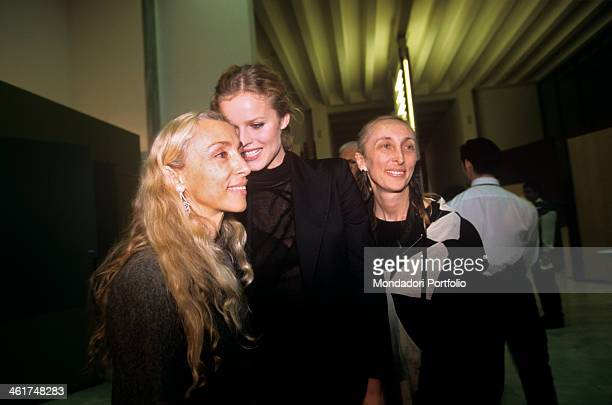 Czech top model Eva Herzigova chatting amiably with Franca Sozzani, on the left, and her elder sister Carla, as she's visiting the Peter Lindbergh...
