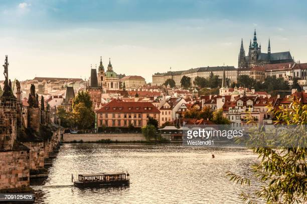czechia, prague, view to castle and charles bridge with vltava in the foreground - czech republic stock pictures, royalty-free photos & images