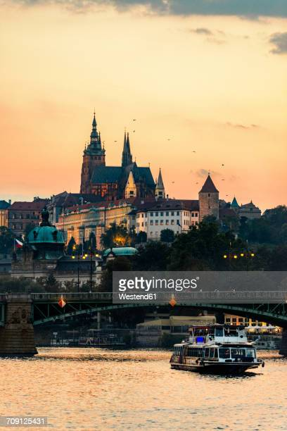 czechia, prague, view to castle and charles bridge with vltava in the foreground at sunset - st vitus's cathedral stock pictures, royalty-free photos & images