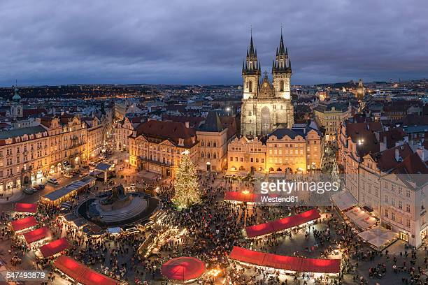czechia, prague, view to lighted christmas market at old town square - prag stock-fotos und bilder