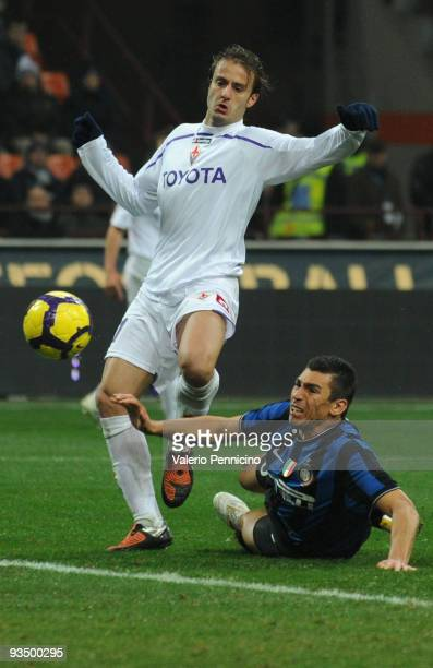 Da Silva Ferreira Lucio of FC Internazionale battles for the ball with Alberto Gilardino of ACF Fiorentina during the Serie A match between Inter...