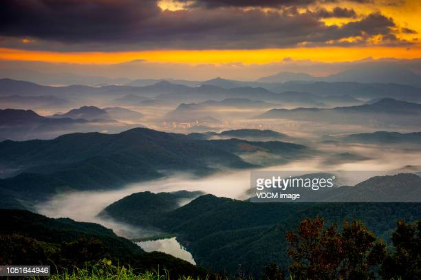 vh533  daaamsang dawn landscape - appalachia stock pictures, royalty-free photos & images