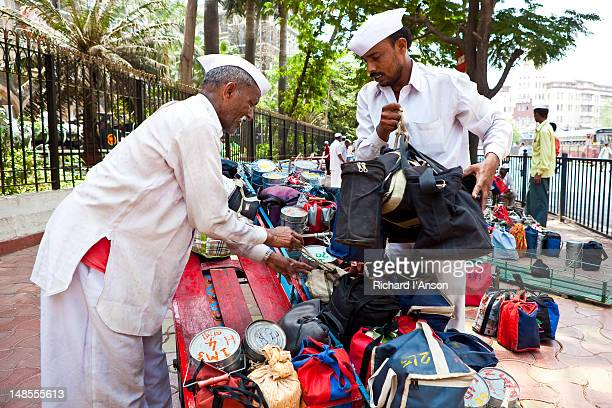 dabba (food container) wallahs sorting lunch, or tiffin, boxes outside churchgate station. - tiffin box photos et images de collection