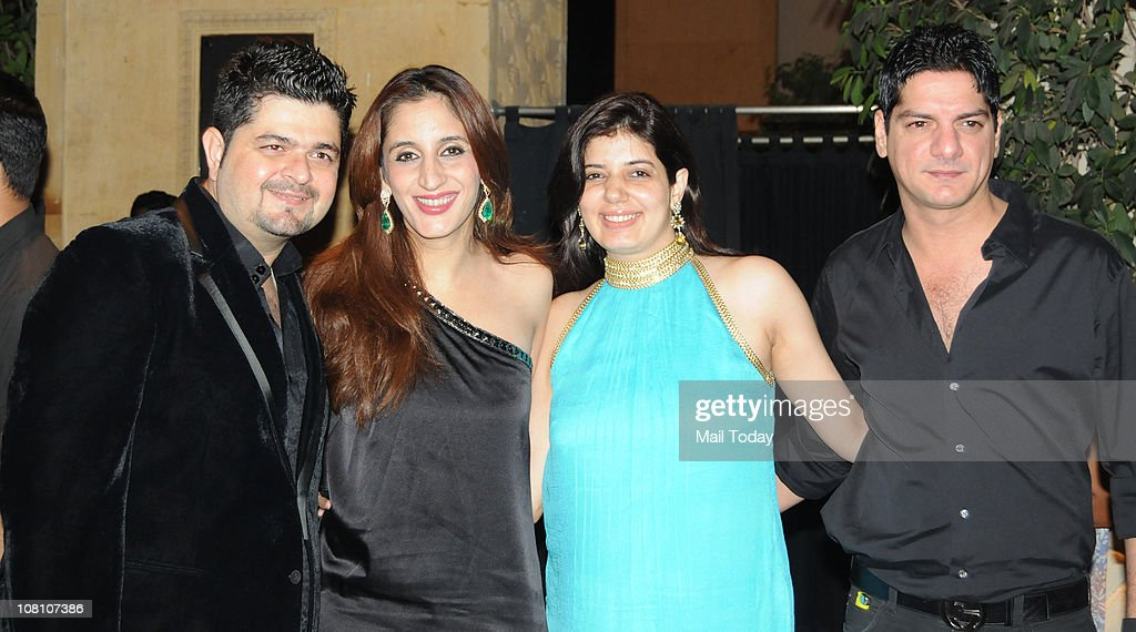 Dabboo Ratnani Farah Ali Khan Manisha Ratnani and DJ Aqeel at the 10th Wedding Anniversary Party of Akshay Kumar and Twinkle Khanna