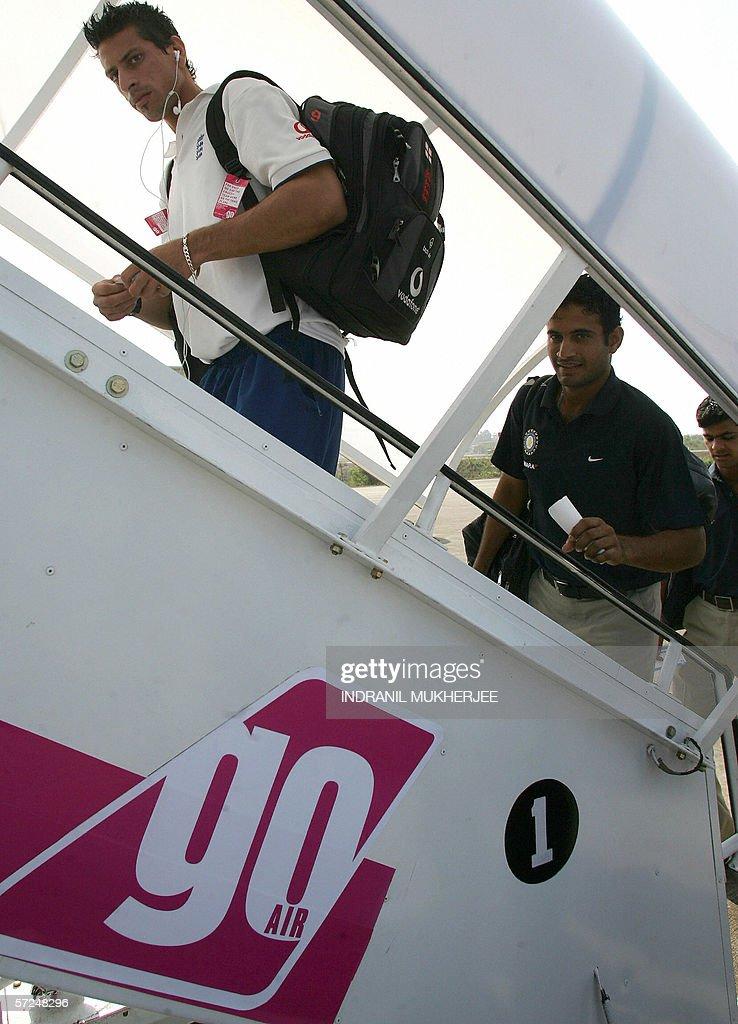 England cricketer Sajid Mahmood(L) along : News Photo