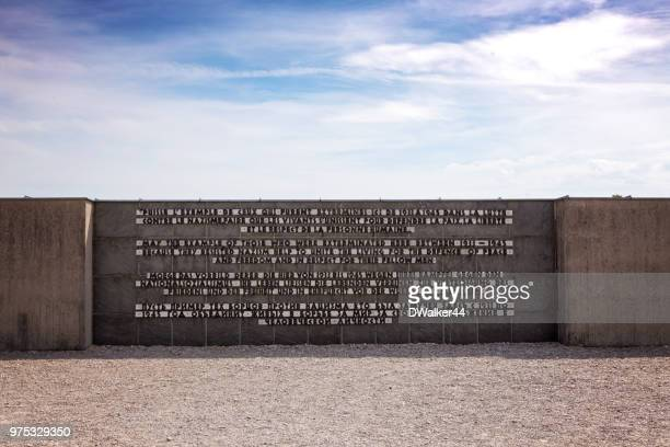dachau concentration camp memorial statement - dachau concentration camp imagens e fotografias de stock