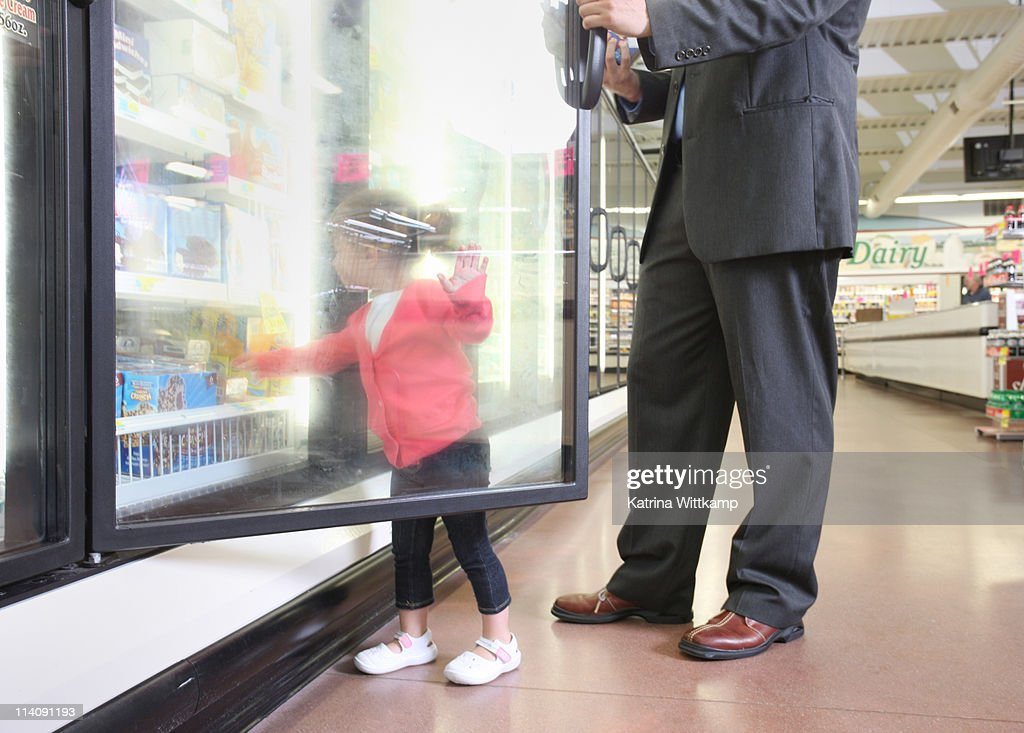 Dad and daughter at grocery store. : Photo