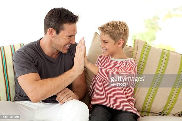 Papá y Hijo Cinco alto