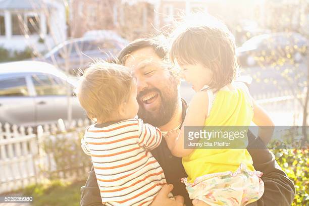 Dad coming home to kids (12-23 months, 2-3) in front yard