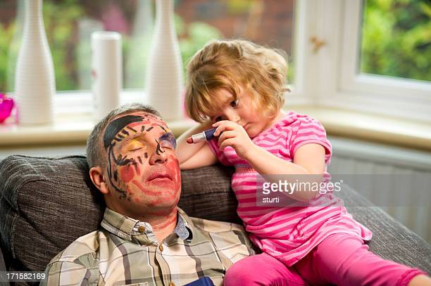 daddy maquillage temps - dormir humour photos et images de collection