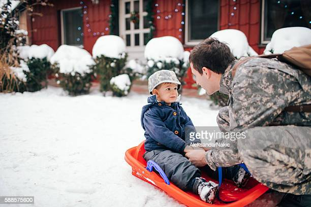 daddy soldier's back for christmas - army christmas stock pictures, royalty-free photos & images