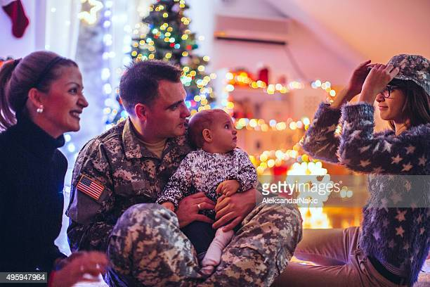 daddy soldier's home for christmas - army christmas stock pictures, royalty-free photos & images