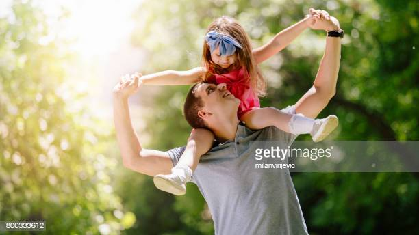 Papa mit seiner kleinen Tochter