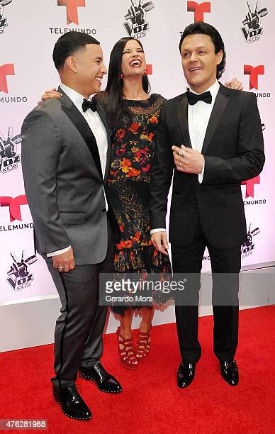 Daddy Yankee Natalia Jimenez and Pedro Fernandez pose on the red carpet during La Voz Kids finale at Universal Orlando on June 6 2015 in Orlando...
