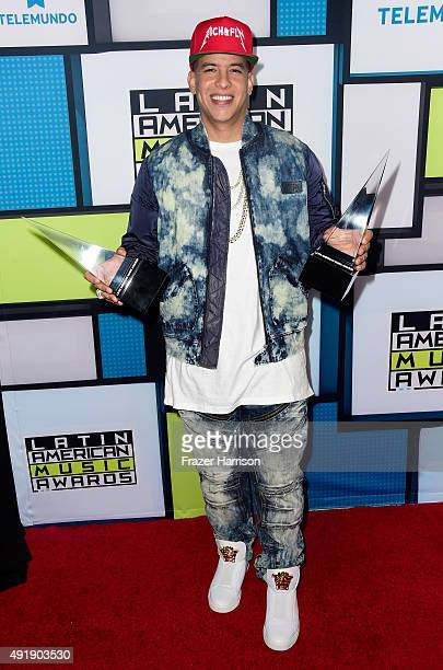 Daddy Yankee poses in the press room with Favorite Urban Song award and Favorite Urban Male Artist award during Telemundo's Latin American Music...