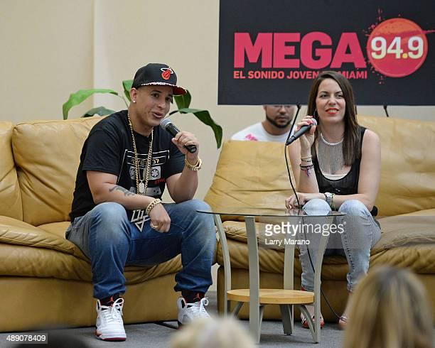 Daddy Yankee Visits Mega 94 9 Radio Station Stock Fotos Und Bilder