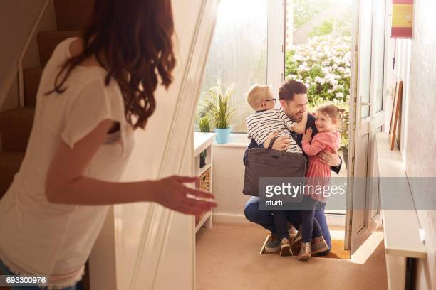 daddy's homecoming hug - arrival stock pictures, royalty-free photos & images