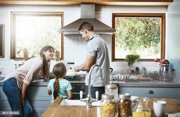 dad's taking care of cooking today - fornello foto e immagini stock