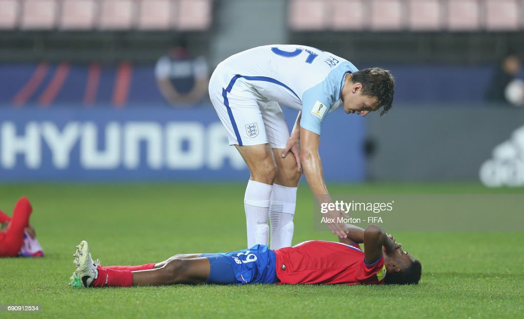 Dael Fry of England and Yostin Salinas of Costa Rica during the FIFA U-20 World Cup Korea Republic 2017 Round of 16 match between England and Costa Rica at Jeonju World Cup Stadium on May 31, 2017 in Jeonju, South Korea.