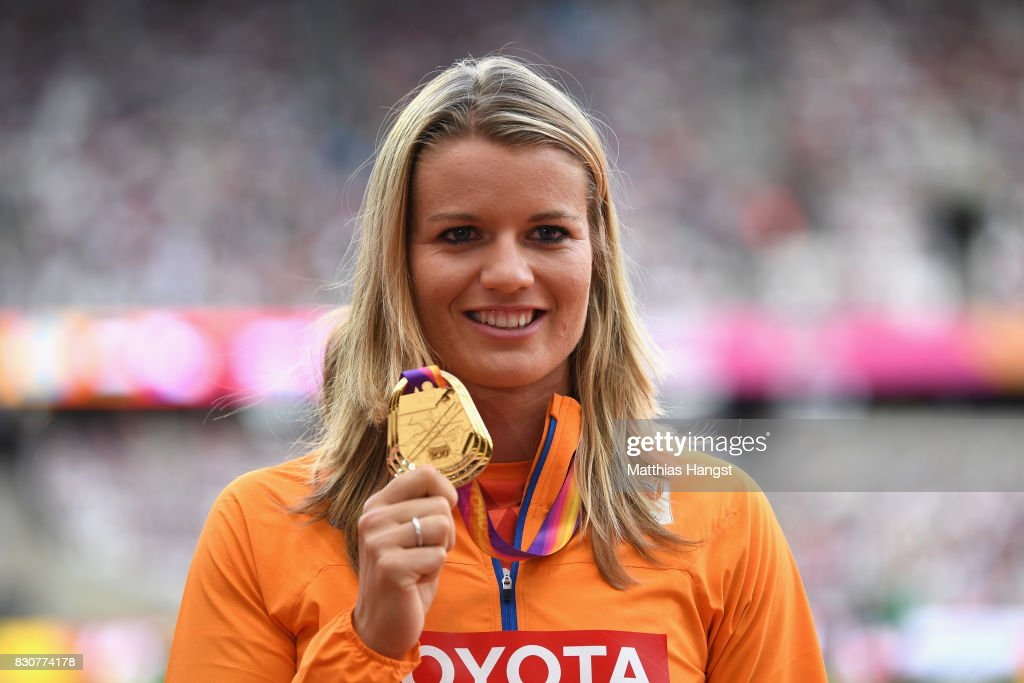 ¿Cuánto mide Dafne Schippers? - Real height Dafne-schippers-of-the-netherlands-gold-poses-with-her-medals-for-the-picture-id830774178