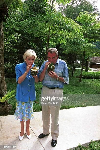 Dagmar Berghoff Dr Peter MatthaesEhemann N3Reihe Heimat in der FerneHotel The Andaman Malaysia/InselLangkawi/Asien Ananas Cocktail Urlaub