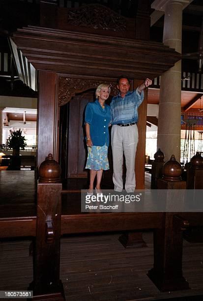 Dagmar Berghoff Ehemann Dr PeterMatthaes ARD/N3Show Heimat in derFerne Folge MalaysiaLangkawi/Malaysia/Asien Hotel TheAndaman Nachbau Kaiserpalast...