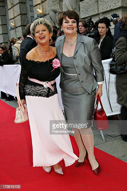 Dagmar Frederic And Comedian Gayle Tufts Premiere of 3 Musketeers In the theater Des West Berlin