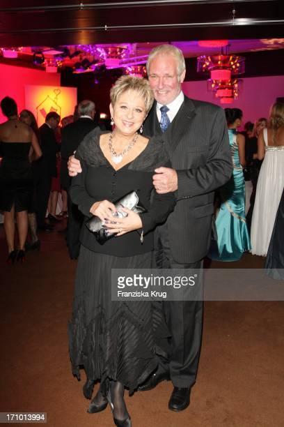 Dagmar Frederic Und Ehemann Dr Klaus Lenk Bei Der 6 Fundraising Gala Zugunsten Der Mcdonald'S Kinderhilfe Stiftung Im Grand Hyatt In Berlin