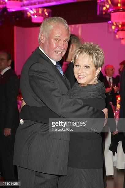 """Dagmar Frederic Und Ehemann Dr. Klaus Lenk Bei Der """"6. Fundraising Gala Zugunsten Der Mcdonald'S Kinderhilfe Stiftung"""" Im Grand Hyatt In Berlin"""