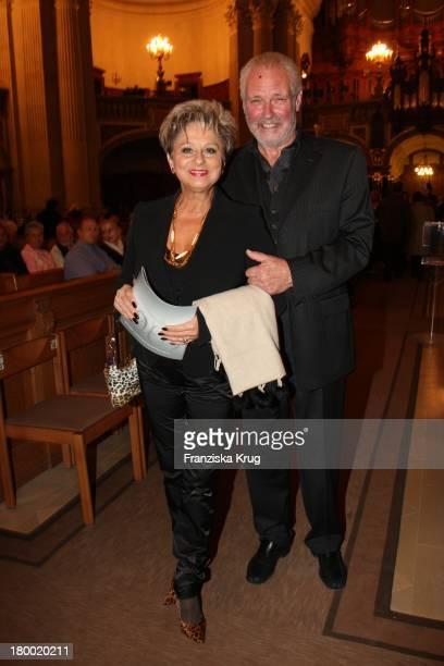 Dagmar Frederic Und Ehemann Dr Klaus Lenk Bei Der Premiere Der Jedermann Festspiele Im Berliner Dom In Berlin