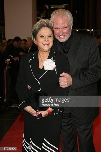 Dagmar Frederic Und Ehemann Dr Klaus Lenk Bei Der Verleihung Des Bz Kulturpreis Im Axel Springer Haus In Berlin