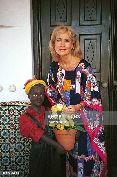 Dagmar Koller Albufeira/Faro/PortugalFerienhaus Blumentopf Haustür Kind