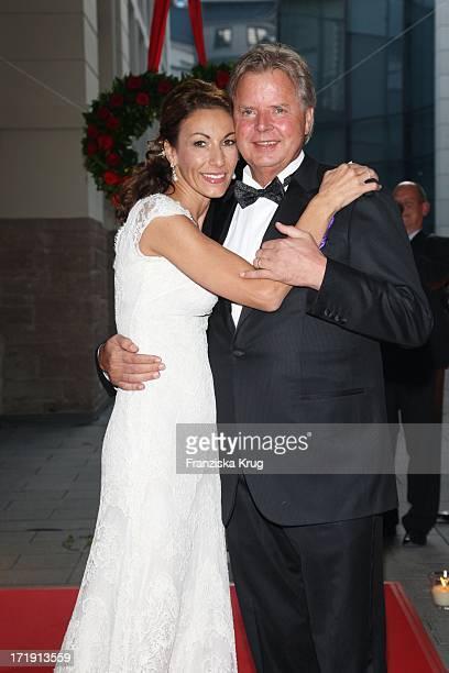 Dagmar Siegel Und Karlheinz Kögel Bei Ihrer Hochzeit In BadenBaden