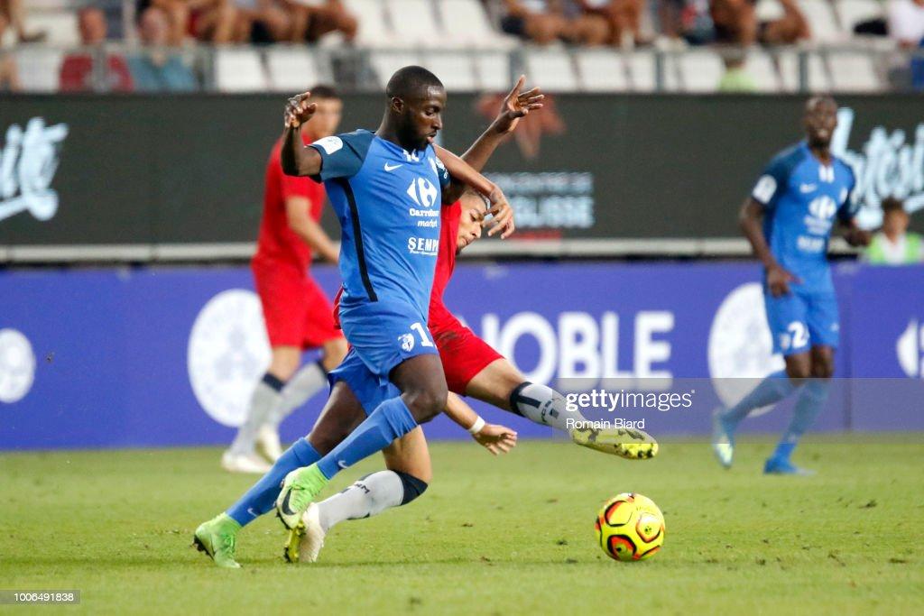 Daham Sofiane of Sochaux and Abou Demba Harouna of ...
