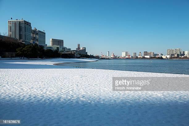 Daiba beach where snow remains