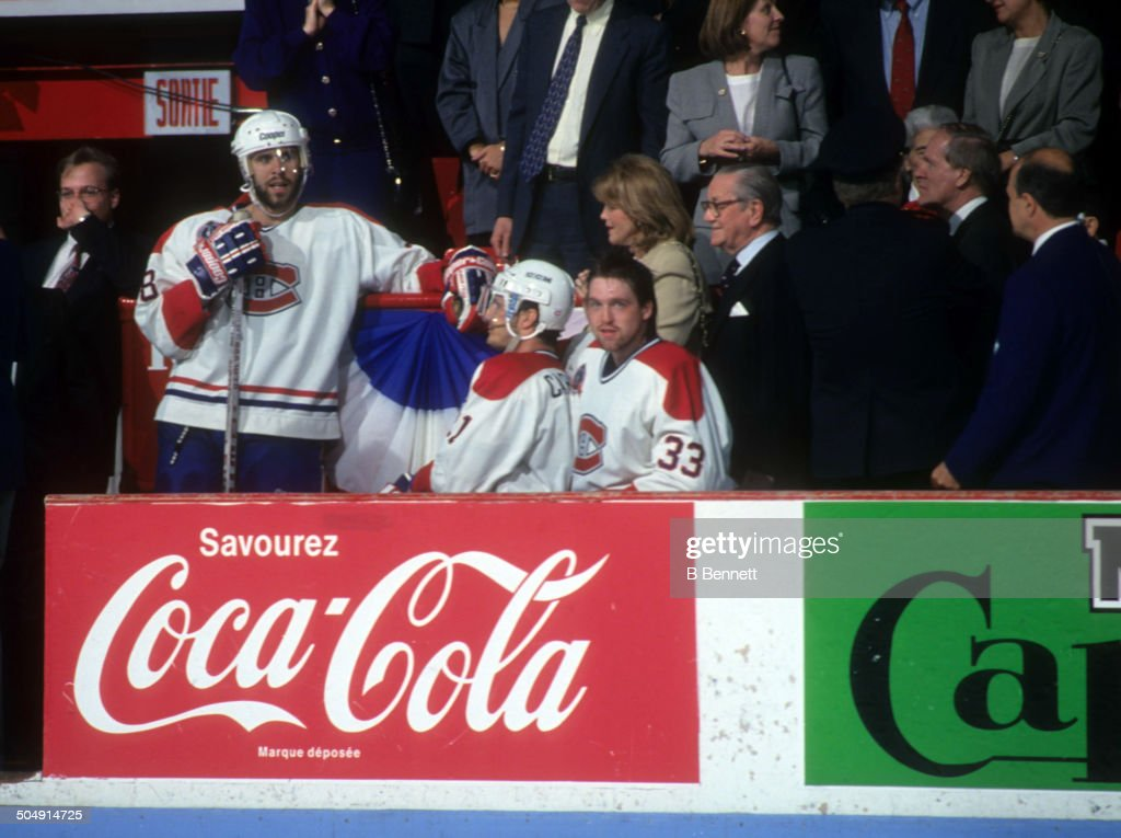 1993 Stanley Cup Finals - Game 2:  Los Angeles Kings v Montreal Canadiens : News Photo