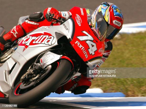 Daijiro Kato of Japan negotiates a turn during the MotoGP class of the Pacific Grand Prix in Twin Ring Motegi 05 October 2002. Kato got pole position...