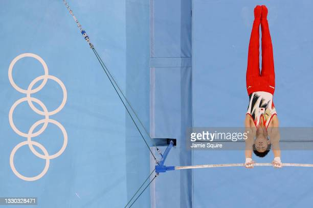 Daiki Hashimoto of Team Japan competes on the horizontal bar during Men's Qualification on day one of the Tokyo 2020 Olympic Games at Ariake...