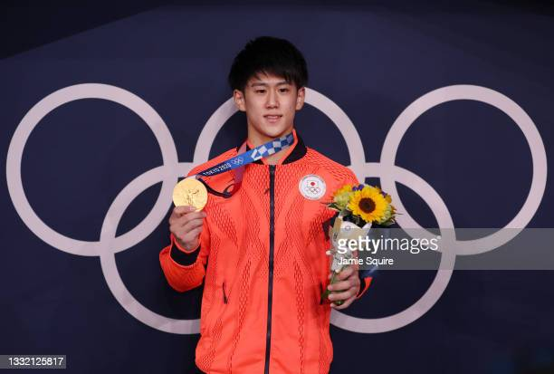 Daiki Hashimoto of Team Japan poses with the gold medal following the Men's Horizontal Bar Final on day eleven of the Tokyo 2020 Olympic Games at...