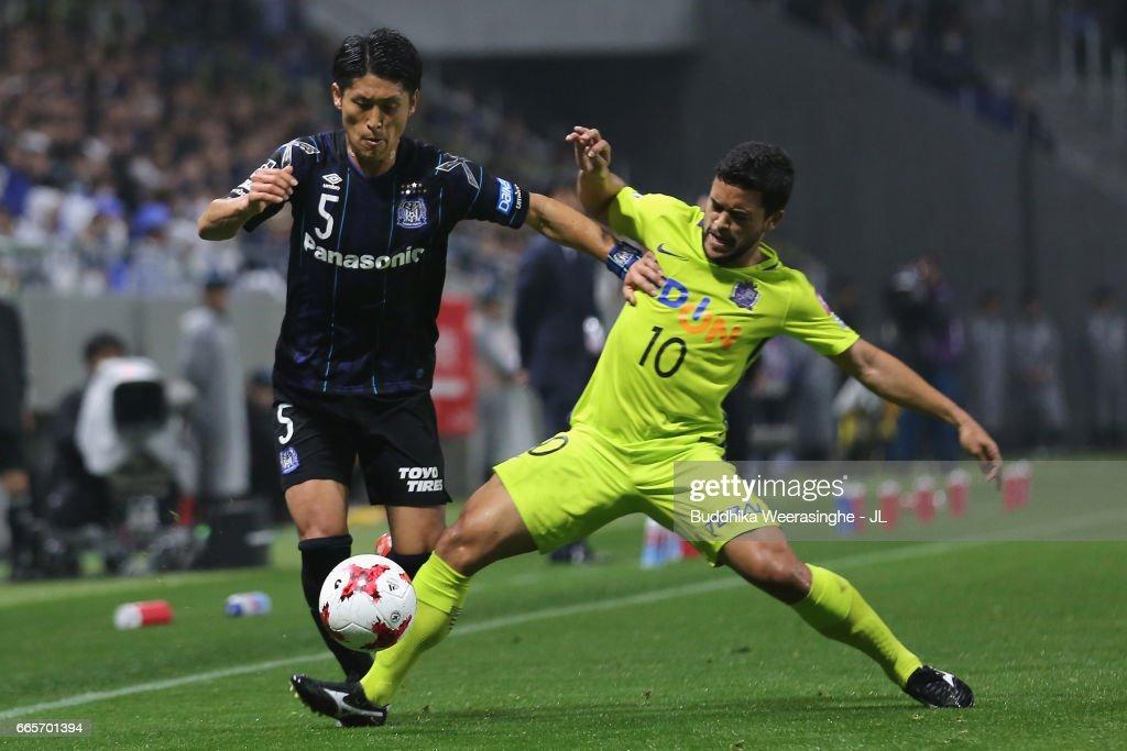 Daiki Niwa of Gamba Osaka and Felipe Silva of Sanfrecce Hiroshima compete for the ball during the J.League J1 match between Gamba Osaka and Sanfrecce Hiroshima at Suita City Football Stadium on April 7, 2017 in Suita, Osaka, Japan.