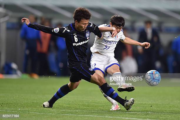 Daiki Niwa of Gamba Osaka and Kwon Chang-Hoon of Suwon Samsung Bluewings FC compete for the ball during the AFC Champions League Group G match...