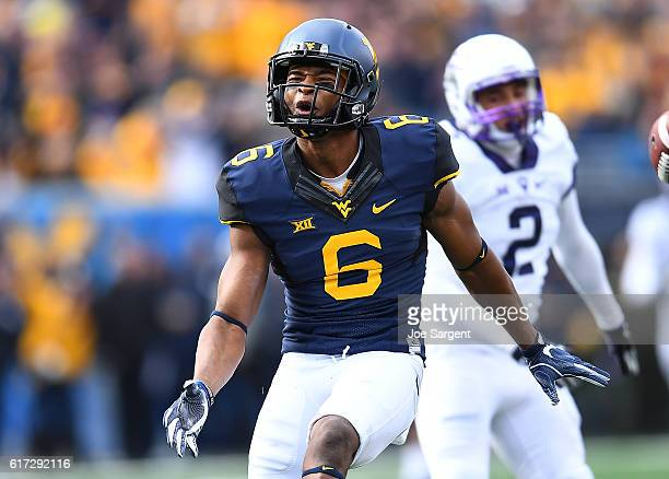 Daikiel Shorts of the West Virginia Mountaineers reacts after making a first down catch during the first quarter against the TCU Horned Frogs at...