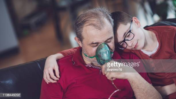 daily asthma care - healt care - apparato respiratorio foto e immagini stock